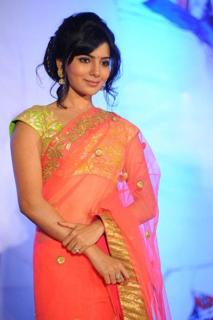 samantha-hot-navel-show-in-saree-02
