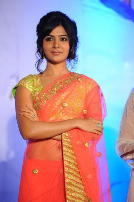 samantha-hot-navel-show-in-saree-03
