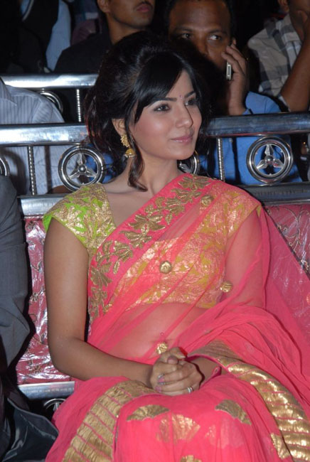 samantha-hot-navel-show-in-saree-09