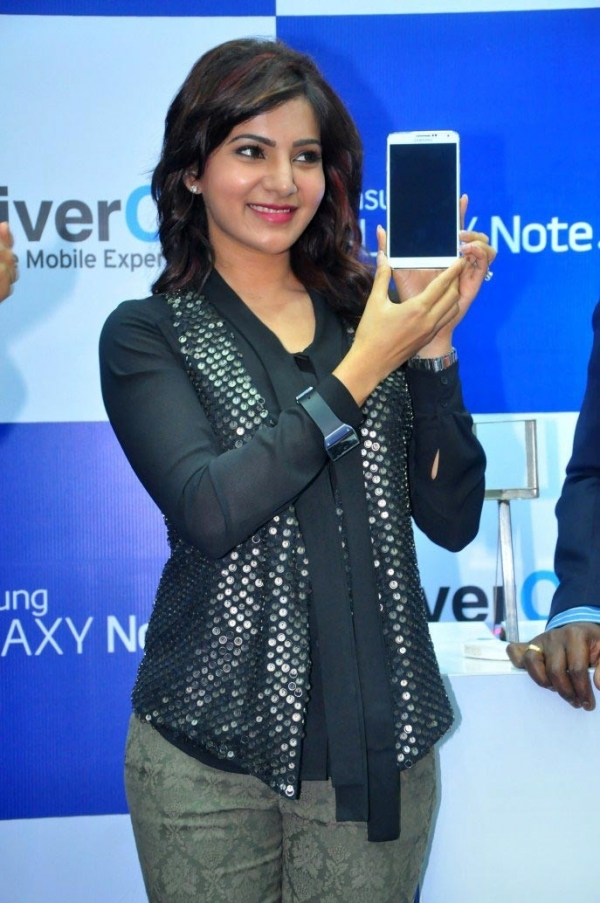 actress-samantha-samsung-galaxy-note3-launch-stills1380172652
