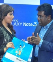 samantha-with-samsung-galaxy-note3-mobile-phone1380172823