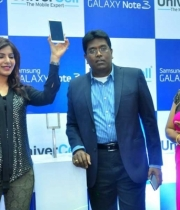 samantha-with-samsung-galaxy-note3-univercell1380172823