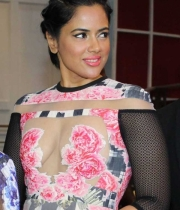 sameera-reddy-latest-hot-navel-cleavage-show-pictures-3