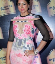 sameera-reddy-latest-hot-navel-cleavage-show-pictures-4