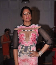sameera-reddy-latest-hot-navel-cleavage-show-pictures-9