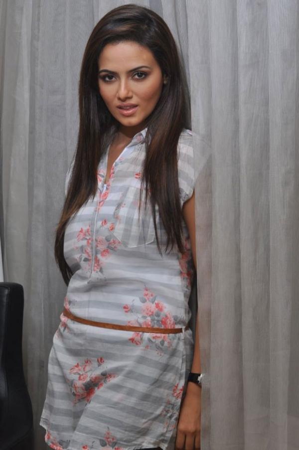 478_8_sanakhan-latest-photos-8