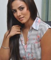 478_2_sanakhan-latest-photos-2