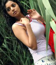 sanam-shetty-hot-in-wet-clothes-1