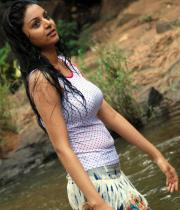 sanam-shetty-hot-in-wet-clothes-11