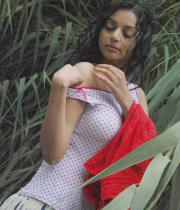 sanam-shetty-hot-in-wet-clothes-2