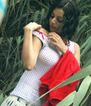 sanam-shetty-hot-in-wet-clothes-5
