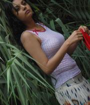 sanam-shetty-hot-in-wet-clothes-7