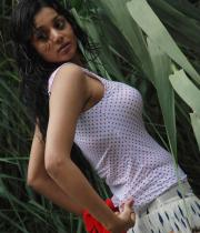 sanam-shetty-hot-in-wet-clothes-8