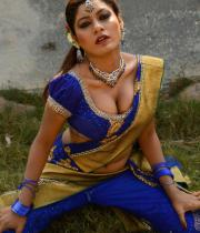 sandhithathum-sindhithathum-movie-hot-stills-16