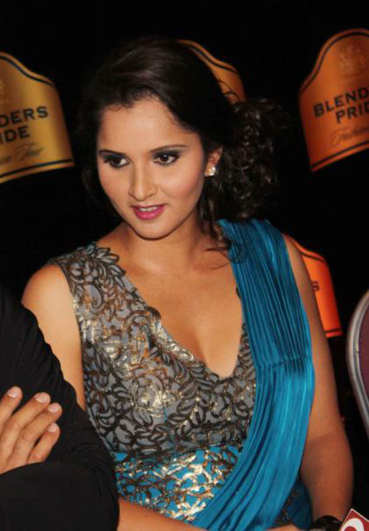 sania-mirza-walks-for-shantanu-nikhil-at-blenders-pride-1
