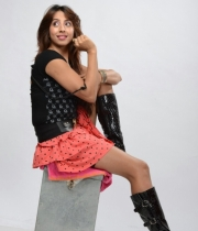 sanjana-latest-hot-thighs-show-in-mini-skirt-4