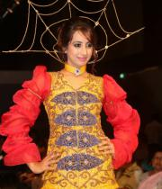 sanjana-ramp-walk-photos-at-hfw-day-2-11
