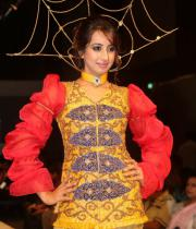 sanjana-ramp-walk-photos-at-hfw-day-2-12