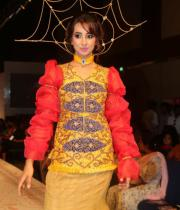 sanjana-ramp-walk-photos-at-hfw-day-2-13