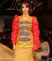 sanjana-ramp-walk-photos-at-hfw-day-2-14