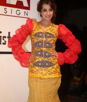 sanjana-ramp-walk-photos-at-hfw-day-2-17
