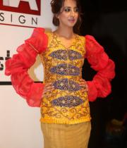 sanjana-ramp-walk-photos-at-hfw-day-2-19