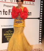 sanjana-ramp-walk-photos-at-hfw-day-2-20