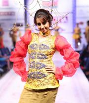 sanjana-ramp-walk-photos-at-hfw-day-2-21