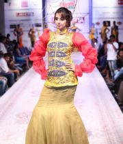 sanjana-ramp-walk-photos-at-hfw-day-2-23