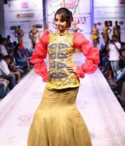sanjana-ramp-walk-photos-at-hfw-day-2-24