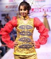 sanjana-ramp-walk-photos-at-hfw-day-2-25