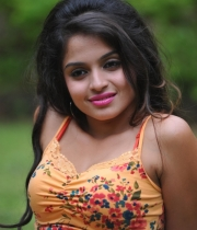 sheena-shahabadi-hot-pics-latest-6