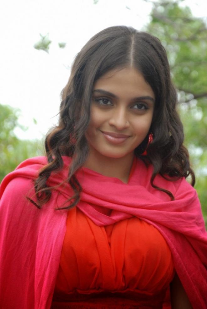 sheena-shahabadi-latest-cute-photos-3-687x1024