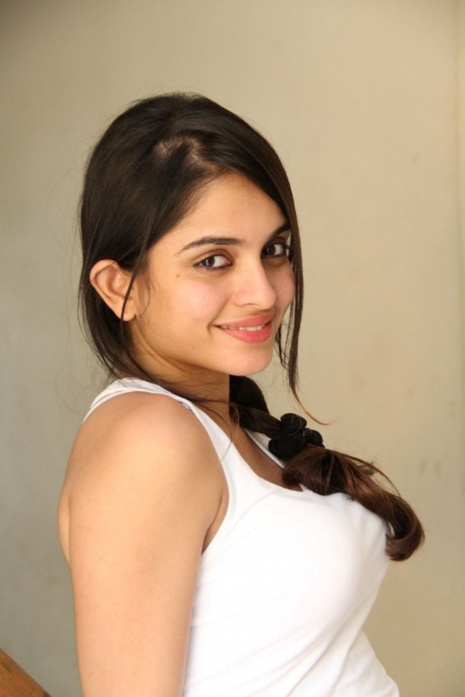 sheena-shahabadi-new-photo-stills-70