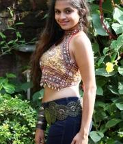 sheena-shahabadi-hot-kiss1380873343
