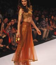 shilpa-reddy-ramp-walk-at-lakme-fashion-week-1