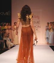 shilpa-reddy-ramp-walk-at-lakme-fashion-week-15