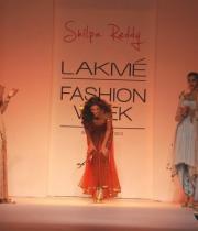 shilpa-reddy-ramp-walk-at-lakme-fashion-week-17