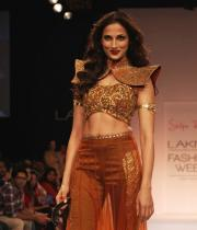 shilpa-reddy-ramp-walk-at-lakme-fashion-week-9
