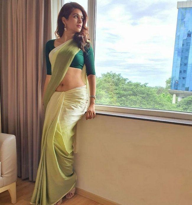 Shraddha-Das-Flaunts-Her-Beauty-In-a-Saree_10