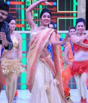 shreya-dance-performance-at-tollywood-channel-launch-10