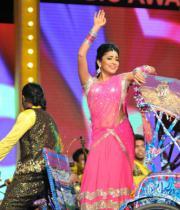shriya-dance-performance-at-mirchi-music-awards-2012-1
