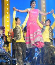 shriya-dance-performance-at-mirchi-music-awards-2012-2