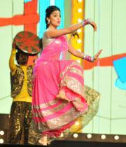 shriya-dance-performance-at-mirchi-music-awards-2012-3