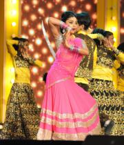 shriya-dance-performance-at-mirchi-music-awards-2012-4