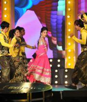 shriya-dance-performance-at-mirchi-music-awards-2012-8