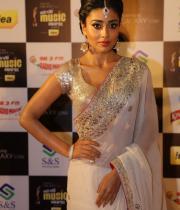 shriya-dance-performance-at-mirchi-music-awards-2012-9