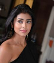 shriya-hot-stills-from-pavithra-16