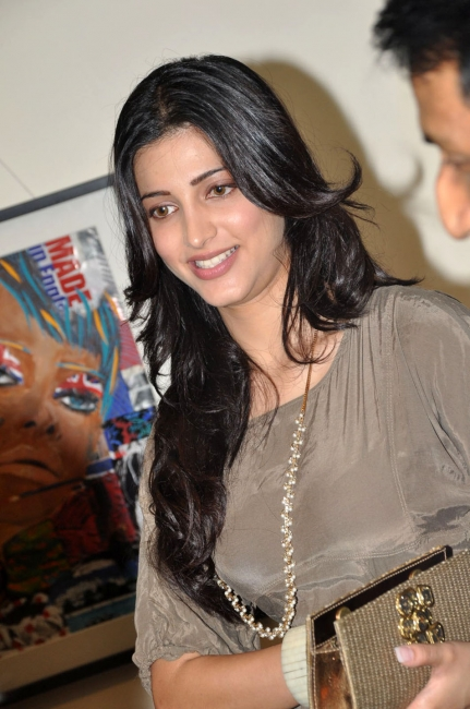 actress-shruti-hassan-latest-wallpapers-gallery-17_s_152