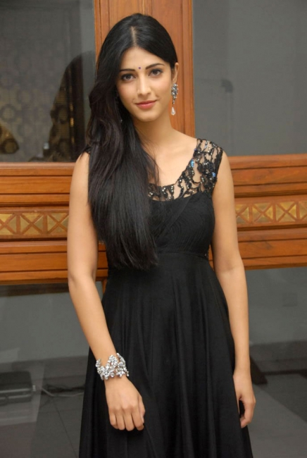 actress-shruti-hassan-latest-wallpapers-gallery-20_s_193